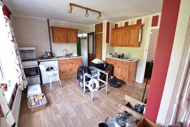 3 bedroom  to buy in Bluebellwood Close, Luton - Photo 7