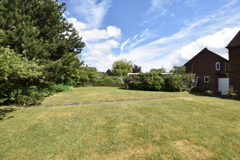 3 bedroom  to buy in Bluebellwood Close, Luton - Photo 8