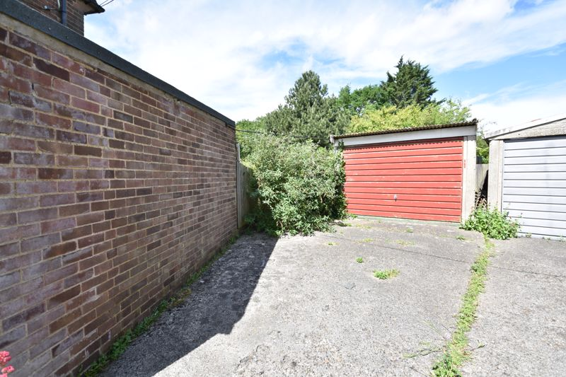 3 bedroom  to buy in Bluebellwood Close, Luton - Photo 11
