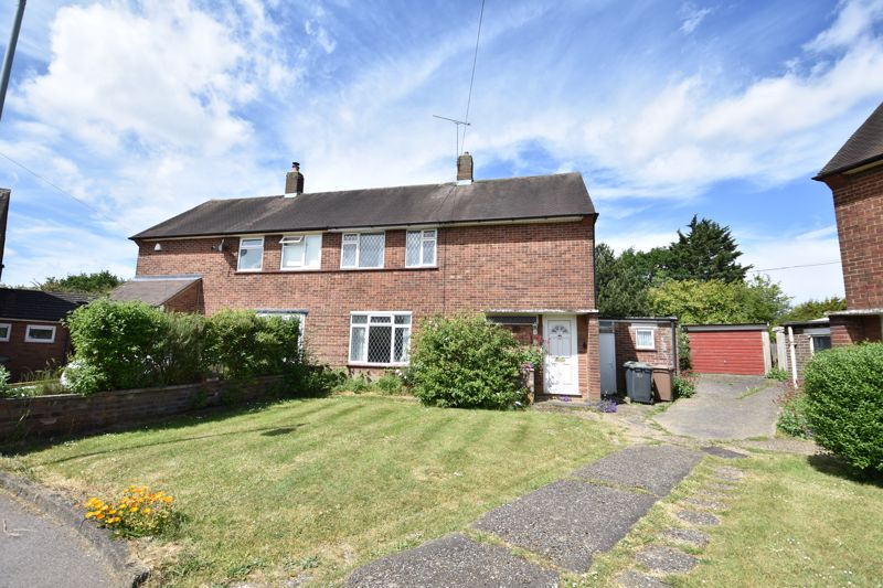 3 bedroom  to buy in Bluebellwood Close, Luton