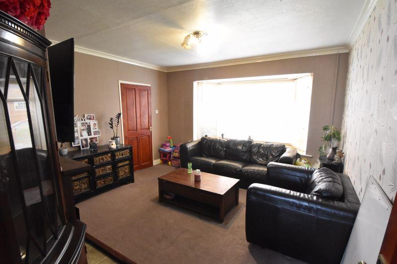 3 bedroom Semi-Detached  to buy in Marlin Road, Luton - Photo 8