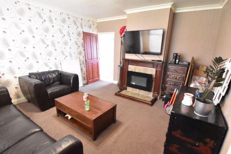 3 bedroom Semi-Detached  to buy in Marlin Road, Luton - Photo 9