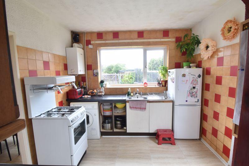 3 bedroom Semi-Detached  to buy in Marlin Road, Luton - Photo 11