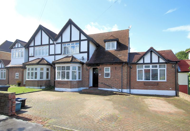 4 Bedrooms Property for sale in Wickham Avenue, Shirley