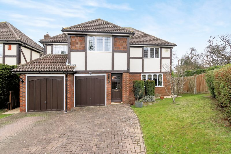 4 Bedrooms Property for sale in Potters Close, Shirley