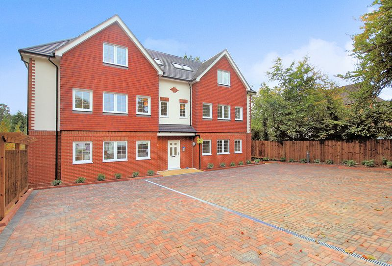 2 Bedrooms Property for sale in Holbrooke Court, Orchard Avenue, Shirley