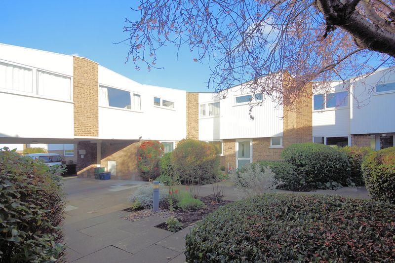 4 Bedrooms Property for sale in Regency Walk, Shirley