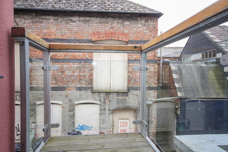 Balcony thumbnail image