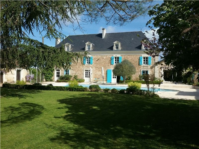 Superb Manor House with Gatehouse, Pool and Lake