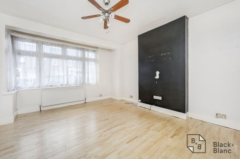 3 bedrooms House for sale in Croydon   Estate Agents in Wimbledon and Croydon.