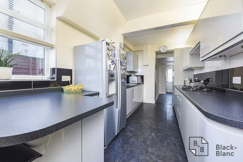 4 bedrooms House for sale in Croydon | Estate Agents in Wimbledon and Croydon.
