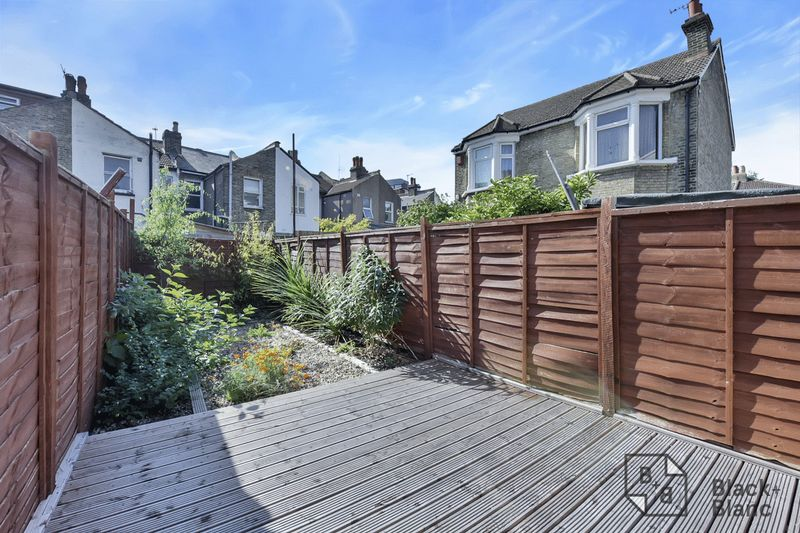 4 bedrooms House for sale in Croydon   Estate Agents in Wimbledon and Croydon.