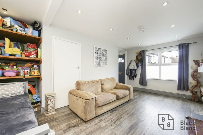 2 bedrooms House for sale in London   Estate Agents in Wimbledon and Croydon.