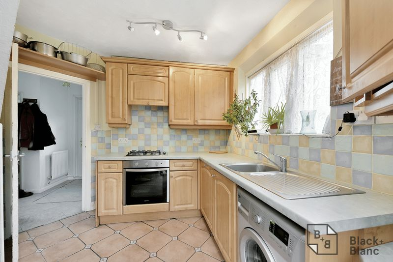 3 bedrooms House for sale in Croydon | Estate Agents in Wimbledon and Croydon.