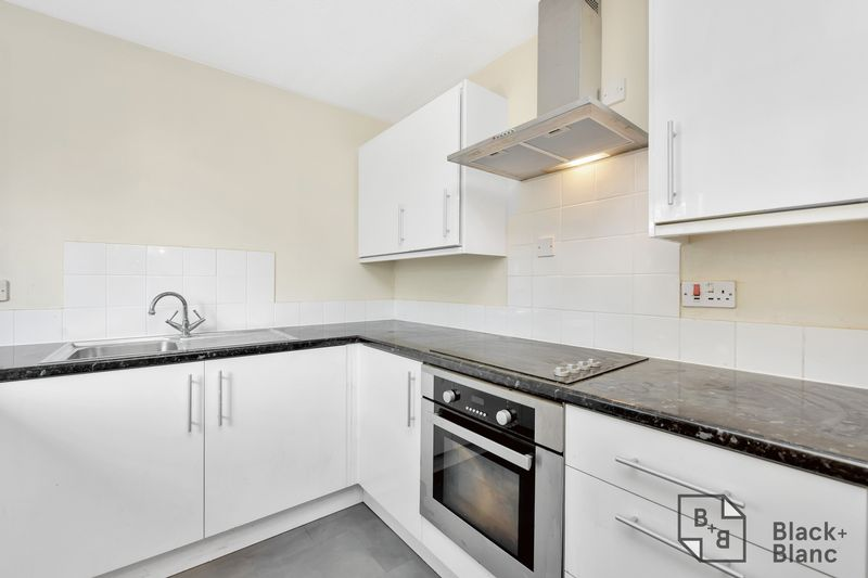 2 bedrooms Flat for sale in Thornton Heath | Estate Agents in Wimbledon and Croydon.
