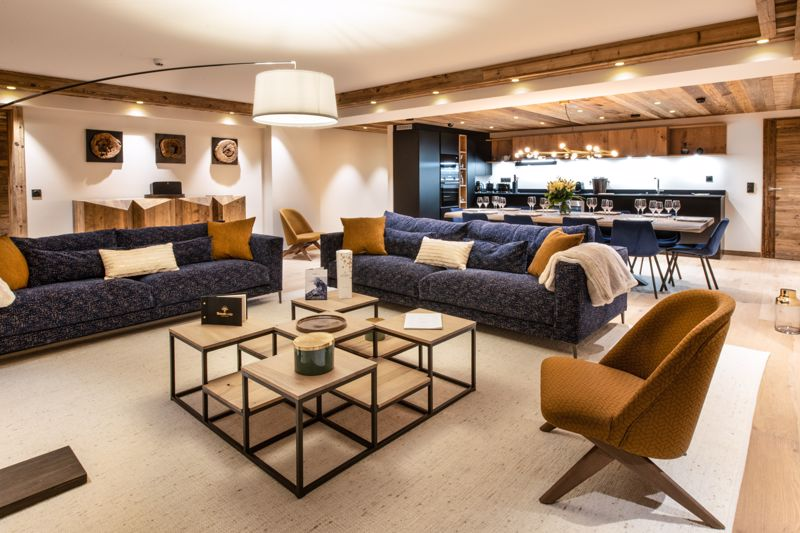 Manali Lodge - 4 Bed Chalet in Courchevel