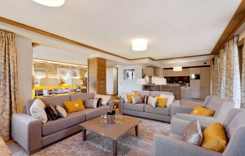 Carre Blanc - 4 Bed Chalet in Courchevel