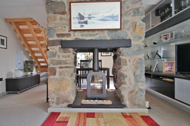 Dual aspect fireplace