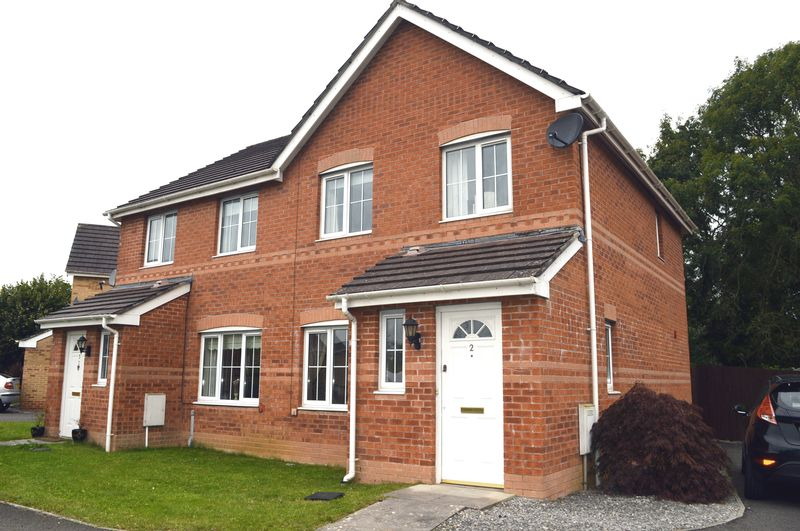 3 Bedrooms Property for sale in Maes Gwyn, Broadlands, Bridgend.