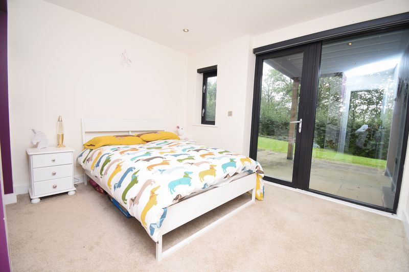 2b Woodridge, Bridgend CF31 4PE