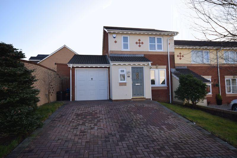 3 Bedrooms Property for sale in Maes Y Fedwen, Bridgend