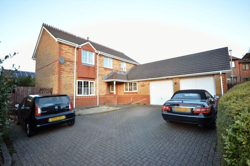 4 Bedrooms Property for sale in Redwing Close, Brackla, Bridgend