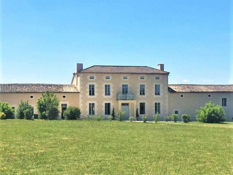 An exceptional manor house restored to a high standard with income potential and gites