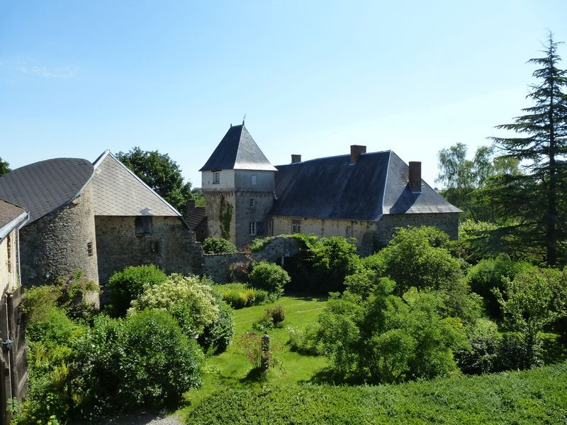 Magnificent chateau; extensive equestrian facilities