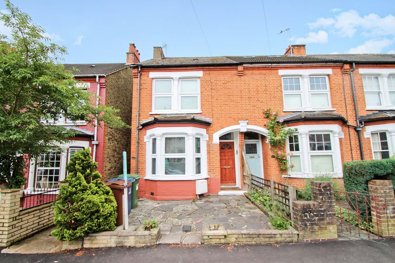 2 Bedrooms Property for sale in Kingsley Road, Pinner
