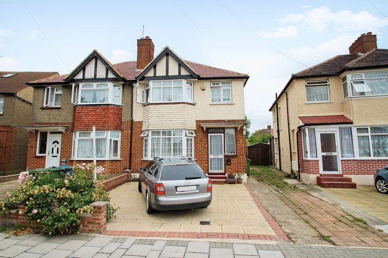 3 Bedrooms Property for sale in Tintern Way, Harrow