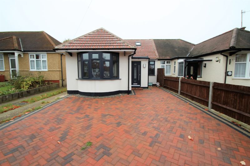 5 Bedrooms Property for sale in Ferring Close, Harrow