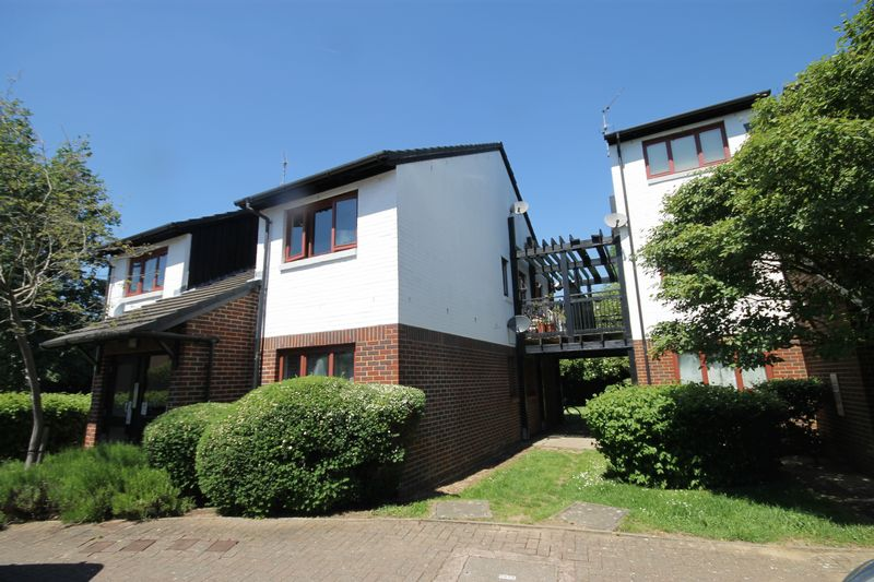 1 Bedroom Property for sale in Marina Approach, Hayes