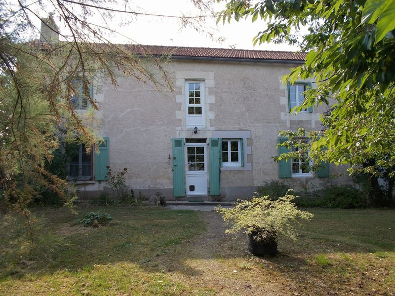 Large family home - excellent equestrian property