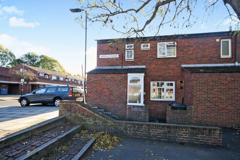3 Bedrooms Property for sale in Arnold Road, Northolt