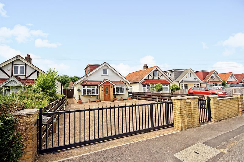 4 Bedrooms Property for sale in Pole Hill Road, Hillingdon
