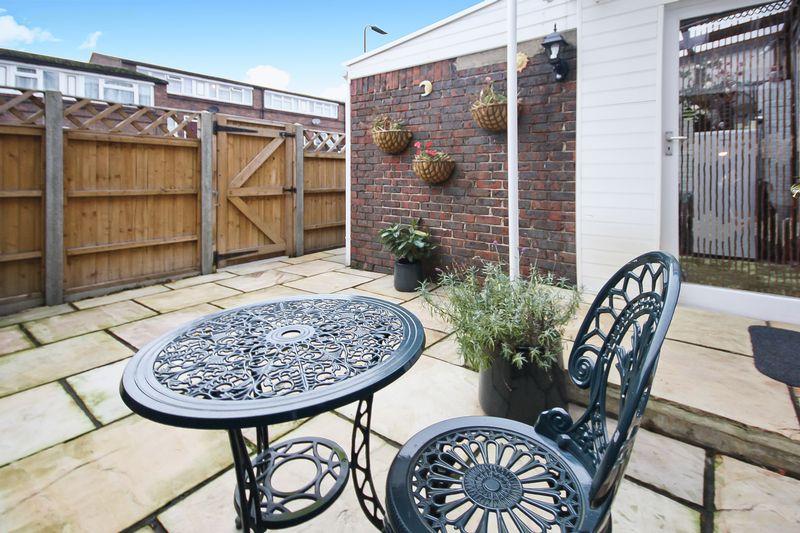 3 Bedrooms Property for sale in Leander Road, Northolt