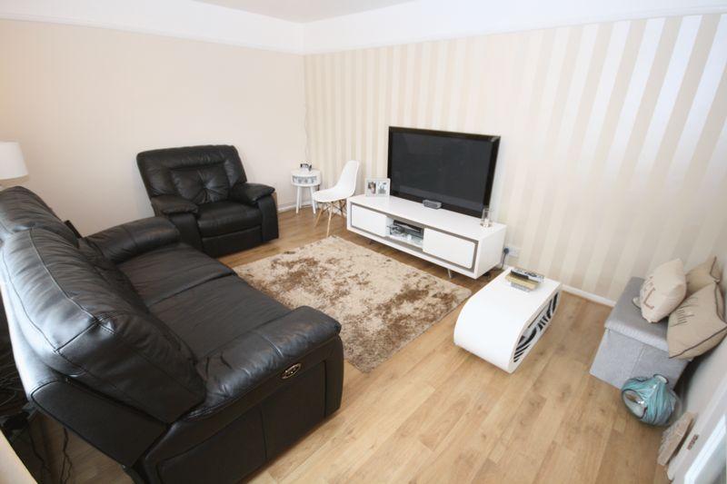 2 Bedrooms Property for sale in Wilsmere Drive, Northolt
