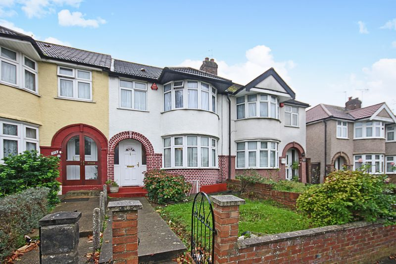 3 Bedrooms Property for sale in Whitton Avenue West, Northolt