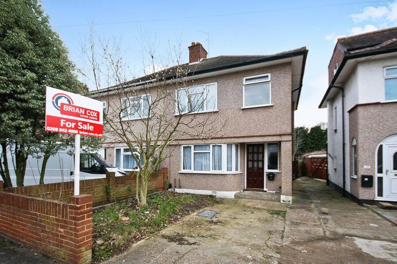 3 Bedrooms Property for sale in Bradenham Road, Hayes