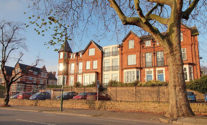 http://med05.expertagent.co.uk/in4glestates/{9ff36e21-66b3-49ae-87d6-53e71bd1f48d}/{0b7169ec-af9e-44ed-8d93-3e60b77b4208}/main/The-Ridge,-Foxhall-Road,-Nottingham-by-Granger-Oaks.jpg