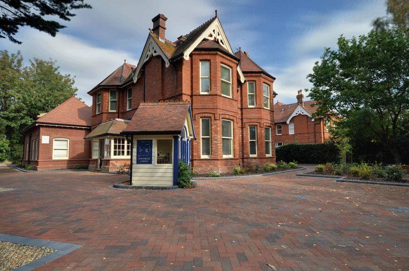 Montrose Lodge