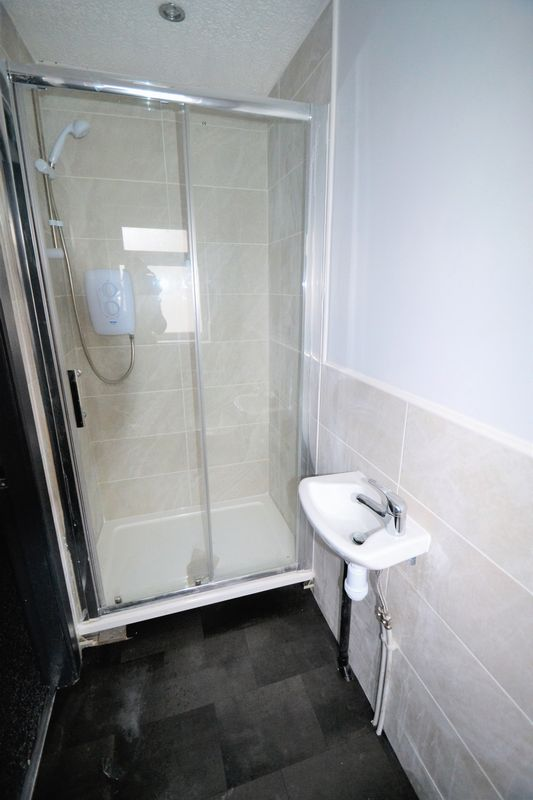 4 Bedroom House To Rent - Photo 4