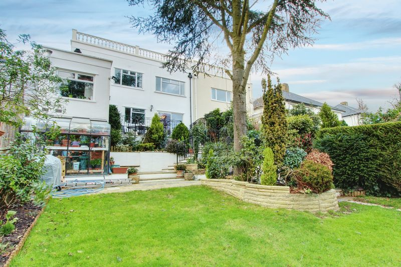 5 Bedrooms Property for sale in Priory Crescent, Wembley