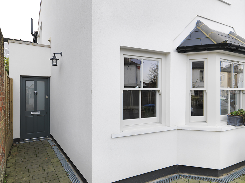 3 Bedrooms Property for sale in Southbank, Thames Ditton, KT7