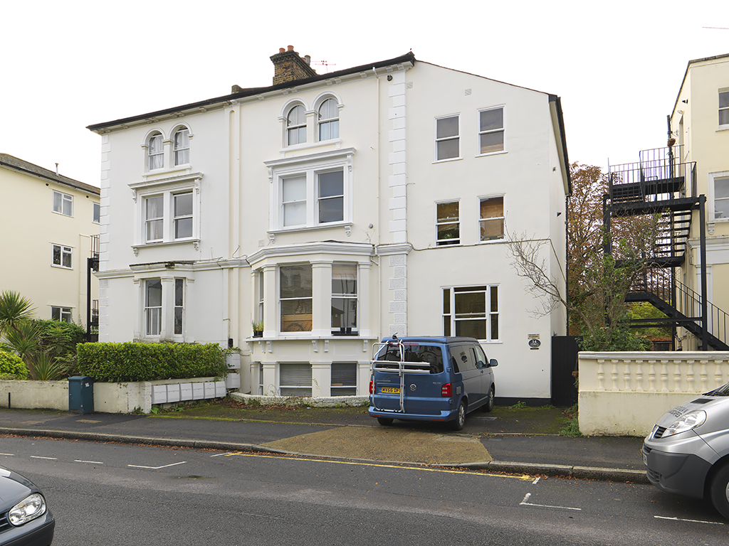 1 Bedroom Property for sale in Cadogan Road, Surbiton, KT6