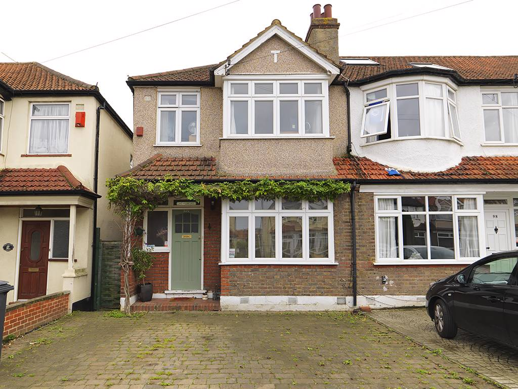 3 Bedrooms Property for sale in largewood Avenue, Tolworth, KT6