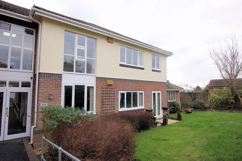 2 Bedrooms Property for sale in Buckingham Court,, Highlands Road, Fareham