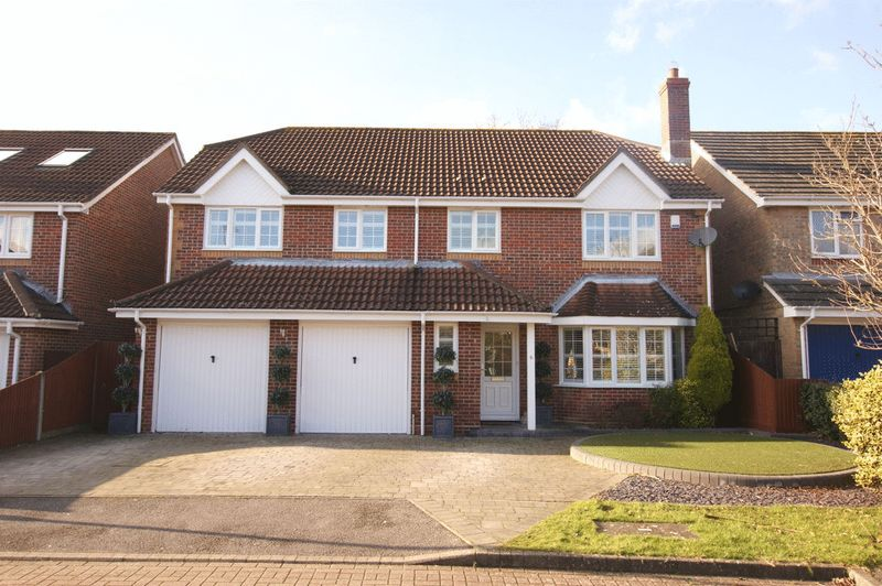 5 Bedrooms Property for sale in Cockleshell Close, Warsash, Southampton