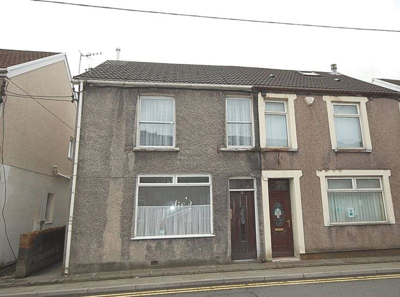 3 Bedrooms Property for sale in 32 High Street, Glynneath, Neath