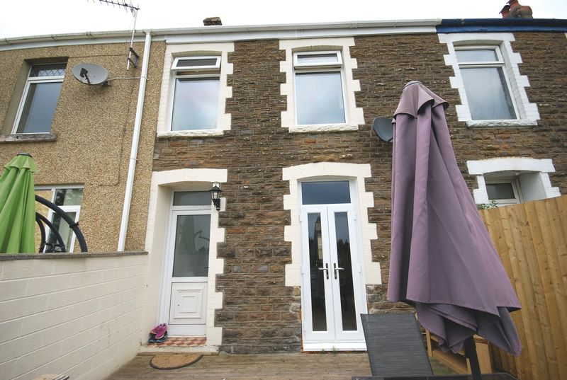 3 Bedrooms Property for sale in 7 Newall Road, Skewen, Neath